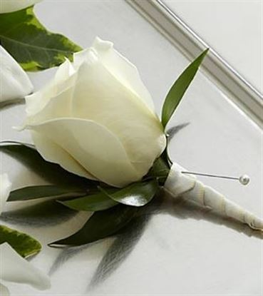 Picture of White Rose Boutonniere